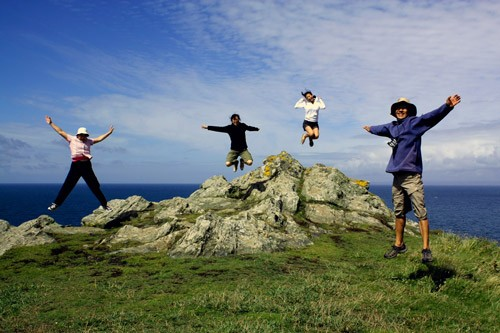 Young people jumping before the sea